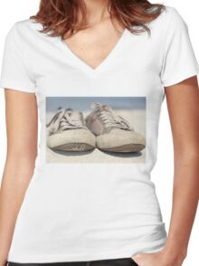 Sneakers old Women's Fitted V-Neck T-Shirt