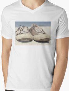 Sneakers old Mens V-Neck T-Shirt