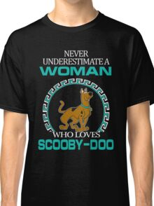 Never Underestimate A Woman Who Loves Scooby Doo T-shirts Classic T-Shirt