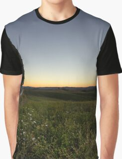 Lone tree before dawn, Val D'Orcia, Tuscany, Italy Graphic T-Shirt