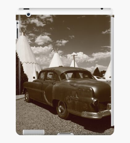 Route 66 - Wigwam Motel and Classic Car iPad Case/Skin