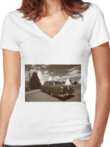 Route 66 - Wigwam Motel and Classic Car Women's Fitted V-Neck T-Shirt