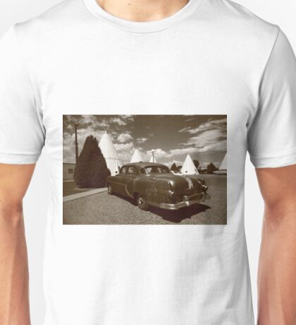 Route 66 - Wigwam Motel and Classic Car Unisex T-Shirt