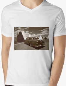 Route 66 - Wigwam Motel and Classic Car Mens V-Neck T-Shirt