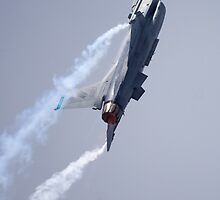 F-16 Climb by TomGreenPhotos