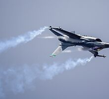F-16 Inverted by TomGreenPhotos