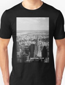 Black and White. Chrysler Building, New York. Unisex T-Shirt