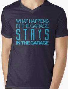What happens in the garage Stays in the garage (7) Mens V-Neck T-Shirt
