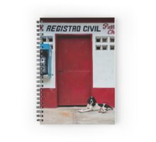 Hund vor Wahllokal Spiral Notebook