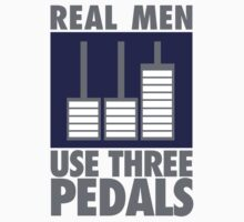 Real men use three pedals by nektarinchen