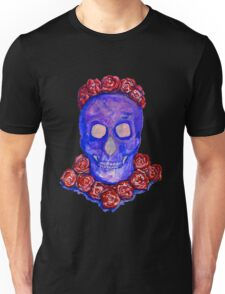 Skull and Roses (large, untiled design) Unisex T-Shirt