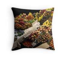 Qui veut acheter mes beaux fruits ? Throw Pillow