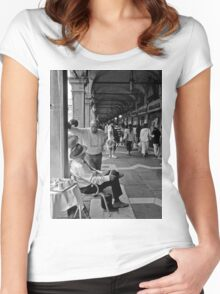 Discussion Women's Fitted Scoop T-Shirt
