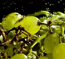Fresh grapes by iisjah