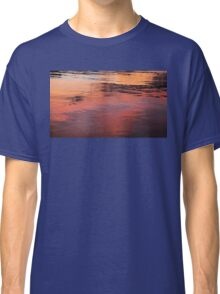SUNSET ON WATER Classic T-Shirt