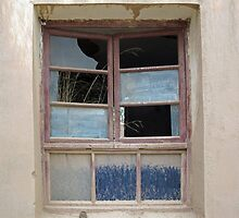 Dirty, Broken Window  © by Ethna Gillespie