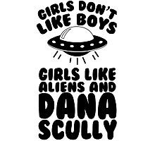 girls like aliens and dana scully Photographic Print