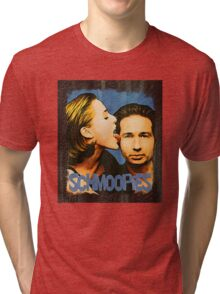 Gillian licks David's face / Schmoopies Tri-blend T-Shirt