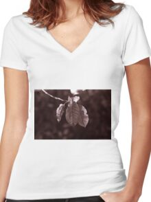 The Hanging Leaves Women's Fitted V-Neck T-Shirt