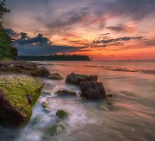 Rocky Beach Sunset by manateevoyager