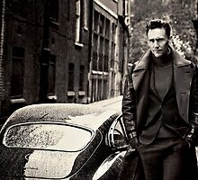 Tom Hiddleston by sophietask