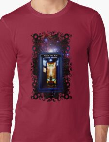 Space And Time traveller Box that More Bigger on the inside Long Sleeve T-Shirt