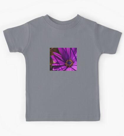 Purple African Daisy Close Up Kids Tee