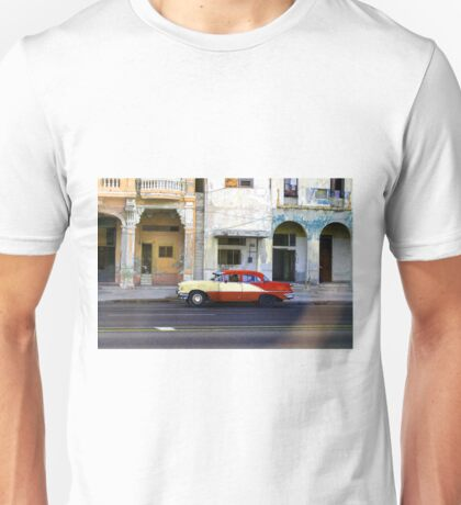 Old American car in La Habana, Cuba Unisex T-Shirt