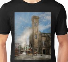 Train Station - Look out for the train 1910 Unisex T-Shirt