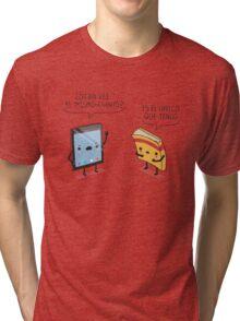 ¿Otra vez el mismo cuento? Tri-blend T-Shirt
