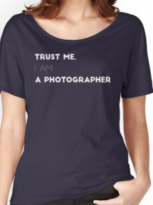Trust me, I am a photographer Women's Relaxed Fit T-Shirt
