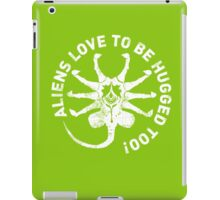 Aliens love to be hugged too! iPad Case/Skin