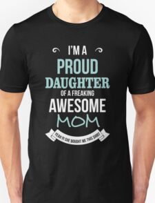 Mom - I'm A Proud Daughter Of A Freaking Awesome Mom T-shirts Unisex T-Shirt