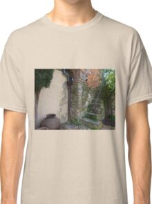 Old staircase & courtyard Classic T-Shirt