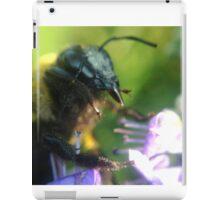 Bumblebee at work iPad Case/Skin