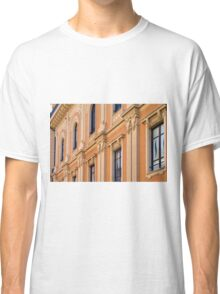 Classical building facade with decorative elements Classic T-Shirt