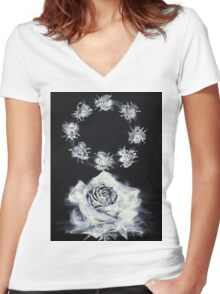 ROSE AND CIRCLE OF BEES Women's Fitted V-Neck T-Shirt