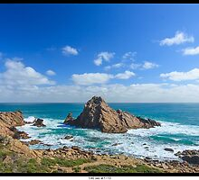 Sugarloaf rock by johngill