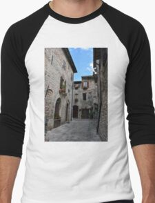 Street from Assisi with stone buildings Men's Baseball ¾ T-Shirt