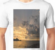 Beam me up - God Rays Brighten the Sky at Sunrise Unisex T-Shirt
