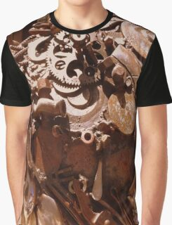 Rusty sculpture Graphic T-Shirt