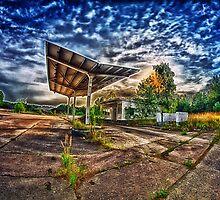 Abandoned Garage by BonniePhantasm