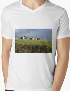 The chapel Vitaleta in Val d'Orcia, Tuscany Mens V-Neck T-Shirt