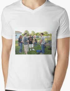 di in the chair Mens V-Neck T-Shirt
