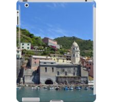 Boats on the coast of Vernazza, Vulnetia, a small town in province of La Spezia, Liguria, Italy. It is one of the lands of Cinque Terre, UNESCO World Heritage Sit iPad Case/Skin