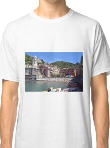 Boats on the coast of Vernazza, Vulnetia, a small town in province of La Spezia, Liguria, Italy. It is one of the lands of Cinque Terre, UNESCO World Heritage Sit Classic T-Shirt