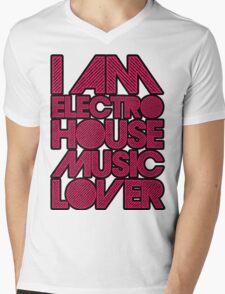 I AM ELECTRO HOUSE MUSIC LOVER (MAGENTA) Mens V-Neck T-Shirt