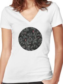 Wolf Pack Pattern Women's Fitted V-Neck T-Shirt