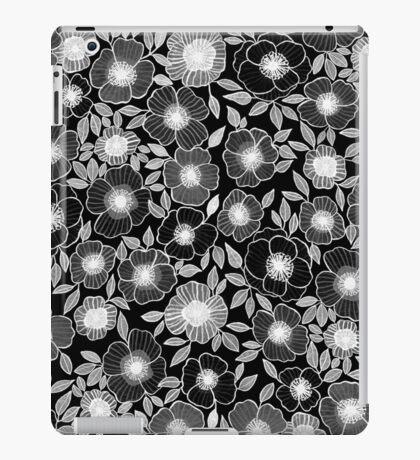 POPPY BLACK iPad Case/Skin