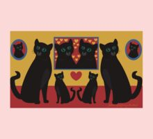 CATS AND FAMILY PICTURES Kids Tee